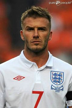 David Beckham of England in David Beckham Soccer, David Beckham Style, David Beckham Young, Real Madrid, Scruffy Men, Football Is Life, England Football, Boy Hairstyles, Men's Hairstyle