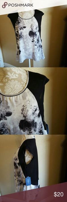 Simply Vera Beautiful NWT Floral Top size M NWT Beautiful Black and Gray Floral Top Rounded hi/lo hem black sleeves and back slightly see thru. So pretty and perfect for many occasions. Reposh from one of my very favorite closets icaton. Sad to let it go but doesn't fit like I would like Simply Vera Vera Wang Tops Blouses