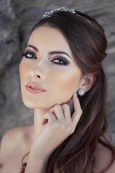 The wedding make up should enhance the eyes and lips, and make the bride look and feel beautiful. Prom Make Up, Eye Make Up, Bridal Make Up, Wedding Make Up, Wedding Makeup Artist, Wedding Beauty, Beauty Make Up, Hair Beauty, Makeup Tips