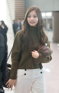 Twice-Tzuyu 190405 Incheon Airport to Japan Japanese Song, Tsuyu, Tzuyu Twice, Chou Tzu Yu, Airport Style, Airport Fashion, Beautiful Asian Girls, Pretty Girls, Korean Beauty