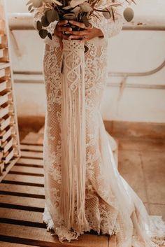 Macrame bouquet wrap handmade by macrame artist, BY NATURE. Bouquet Wrap, Bridesmaid Bouquet, Boho Wedding Dress, Wedding Gowns, Eco Wedding Inspiration, Boho Wedding Decorations, Best Friend Wedding, Fairytale Weddings, Wedding Photoshoot