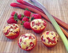 Erdbeer - Rhabarber - Muffins, ein schönes Rezept aus der Kategorie Kuchen. Bewertungen: 71. Durchschnitt: Ø 4,5.