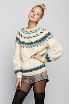 I so want this comfy sweater for late fall and winter! Vintage pullover fair isle sweater. #urbanoutfitters