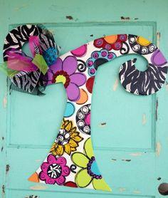 NEW Summer 2013 Letter Initial Door Hanger initial by paintchic Letter Door Hangers, Initial Door Hanger, Door Letters, Wooden Door Hangers, Painted Letters, Wooden Letters, Burlap Cross, Burlap Art, Door Crafts