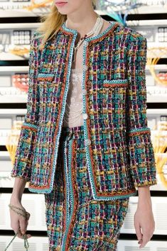 Chanel Spring 2017 Runway Pictures - Chanel Clothes - Trending Chanel Clothes - Chanel at Paris Fashion Week Spring 2017 Details Runway Photos Chanel Outfit, Chanel Fashion, Tweed Chanel, Chanel Coat, Chanel Couture, Fashion Week Paris, Fashion Spring, Fashion Mode, Trendy Fashion