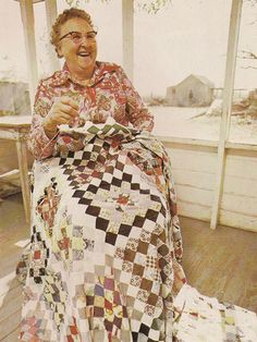 """Inside the book """"The Quilters"""" Women and Domestic Art: An Oral History, copyright 1978 Old Quilts, Antique Quilts, Vintage Quilts, Vintage Sewing, Quilting Frames, Hand Quilting, Patchwork Quilting, Scrappy Quilts, Antique Photos"""