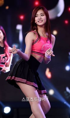 Your number one Asian Entertainment community forum! Kpop Girl Groups, Korean Girl Groups, Kpop Girls, Cute Asian Girls, Cute Girls, Korean Beauty, Asian Beauty, Tzuyu Body, Asian Celebrities