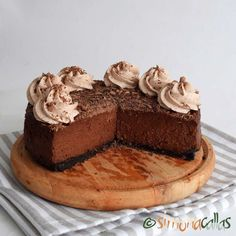 Cheesecake de ciocolata Romanian Desserts, Something Sweet, Sweets Recipes, Cheesecakes, Tiramisu, Deserts, Good Food, Ethnic Recipes, Banana