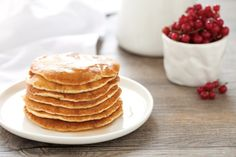 La ricetta dei pancake è facile e veloce ed è adatta per esser preparata per una colazione sostanziosa o un brunch con gli amici.