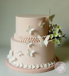 Pièce montée fleurs et papillons (from Gateaux sur Mesure Paris - Formations C. Pretty Cakes, Cute Cakes, Beautiful Cakes, Amazing Cakes, Elegant Birthday Cakes, Wedding Cake Designs, Wedding Cakes, Fondant Cakes, Cupcake Cakes