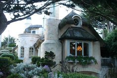 Lilyfield Life: Beautiful homes in Carmel, California.looks like something out of an English novel.a mini castle. Storybook Homes, Storybook Cottage, Cottages And Bungalows, Cabins And Cottages, Carmel California, California Homes, Monterey California, Cute Cottage, Coastal Cottage