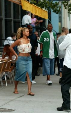 "aintnojigga: ""Jay-Z, Beyoncé and Steve Stoute, photographed leaving the Cipriani Downtown restaurant in SoHo on August 17, 2002. """