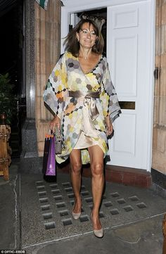 Pippa Middleton and Carole Middleton step out in matching nude shoes! The mother daughter duo were out with Pippa's father Michael Middleton at Harry's Bar in Mayfair. - The Middletons at Harry's Bar Kate Middleton, Middleton Family, Royal Family Portrait, Kate And Meghan, Holiday Wear, Mature Fashion, Lovely Legs, Prince William And Kate, Style Challenge