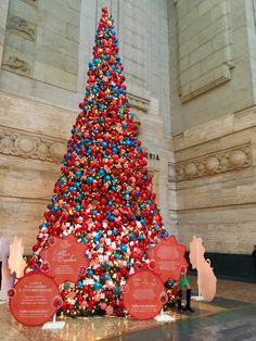 Stazione Centrale - Milano Milano, Bella, Travelling, Christmas Tree, Holiday Decor, Heart, Beautiful, Italia, Teal Christmas Tree
