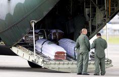 Aviões da FAB decolam da Colômbia com os caixões da delegação da Chapecoense -     Os três aviões Hécules da Força Aérea Brasileira com os caixões da delegação da Chapecoense decolaram entre 19h20 e 20h05 (hora de Brasília) da base aérea de Rionegro, na Colômbia, com destino final em Chapecó, onde neste sábado (3) ocorrem as homenagens às vítimas do desastre.  No  - http://acontecebotucatu.com.br/esportes/avioes-da-fab-decolam-da-colombia-com-o