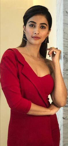 Pooja Hedge Nidhi Agarwal, Pink Saree, Tamil Actress, Indian Actresses, Hot Actresses, India Beauty, Indian Girls, Celebrity Dresses, Red Chili