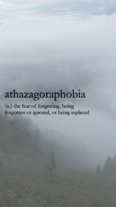 Athazagoraphobia. El miedo al olvido, a ser olvidado o ignorado, el miedo a ser remplazado.