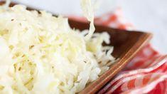 Domácí kysané zelí pocelý rokbezspeciálních pomůcek asložité výroby? Příprava téhle vitaminové bomby jetotiž snazší, nežsimyslíte. Coconut Flakes, Cabbage, Grains, Spices, Vegetables, Food, Spice, Cabbages, Hoods