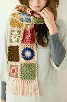 Granny square scarf This site is in Japanese you will need to be able to translate. Google Chrome will do that for you.