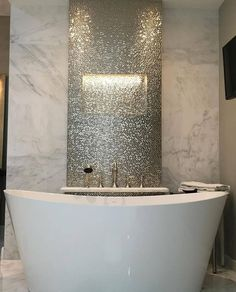Find out why home decor is always essential! Discover more bathtub decor details. Find out why home decor is always essential! Discover more bathtub decor details. Bar Interior Design, Bathroom Interior Design, Bad Styling, Luxury Master Bathrooms, Dream Bathrooms, Luxurious Bathrooms, Master Bedrooms, Bathtub Decor, Modern Farmhouse Bathroom
