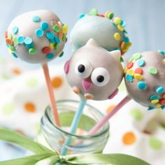 Cake Pops: 3 sweet recipes to imitate - Backen - Dessert Raspberry Smoothie, Apple Smoothies, Milk Shakes, Cake Basketball, Buckwheat Cake, Zucchini Cake, Plum Cake, Salty Cake, Cake Tins
