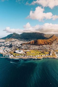 The Table Cloth covering Table Mountain, Cape Town South Africa 🇿🇦 - South Africa Travel Destinations Backpack Backpacking Vacation Africa Off the Beaten Path Budget Wanderlust Bucket List Places To Travel, Places To See, Travel Destinations, Vacation Travel, Budget Travel, Le Cap, Cape Town South Africa, Future Travel, Africa Travel
