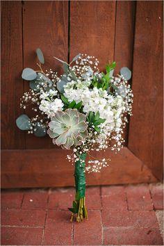 babys breath and greenery bouquet @weddingchicks