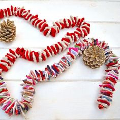 This is an addictive and easy upcycle, making a gorgeous Christmas felt garland repurposing old sweaters. It can be used like Christmas tinsel or ribbon. Happy Christmas Day, Christmas Tinsel, Diy Christmas Garland, Felt Christmas Decorations, Beautiful Christmas, Christmas Ideas, Winter Christmas, Christmas 2019, Vintage Christmas