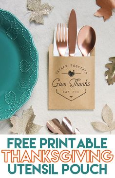 Thanksgiving Utensil Pouch and Napkin Wrap Free Printable - The Craft Patch Thanksgiving Utensil Pouch and Napkin Wrap Free Printable - I'm making these for our Thanksgiving dinner table this year! Such a cute and easy Thanksgiving craft. Free Thanksgiving Printables, Easy Thanksgiving Crafts, Thanksgiving Table Settings, Thanksgiving Parties, Thanksgiving Decorations, Holiday Crafts, Free Printables, Holiday Tablescape, Holiday Ideas