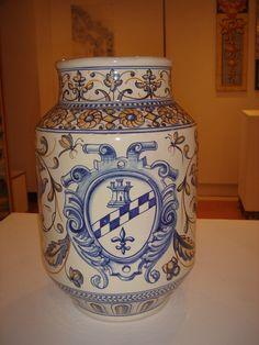 #Ceramica de #Talavera. Tarros de famacia( #albarelos )inspirados en piezas…
