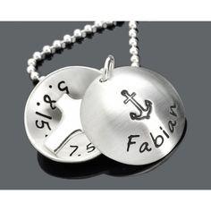 Eine Taufkette aus 925 Sterling Silber personalisiert mit Ihren Wunschdaten. Ein Taufmedaillon mit einem Kreuz innen.