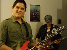 Viko y Hoover, guitarristas.
