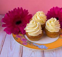 Mango & cardamom cupcakes