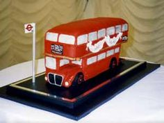 Couldn't help myself. I know it's novelty but I think this London Bus cake is fantastic. Bus Cake, London Cake, Double Decker Bus, London Bus, Celebration Cakes, Cake Ideas, United Kingdom, Cake Decorating, Decoration