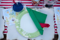 Peter Pan Plate: We're loving the clever napkin on this Peter Pan plate!  Source: Miss Party Mom