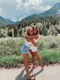 See more of rapham's content on VSCO. Cute Poses For Pictures, Cute Friend Pictures, Friend Photos, Picture Poses, Bff Pics, Picture Ideas, Best Friends Shoot, Best Friend Poses, Cute Friends