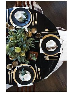 Stunning Holiday Decor + Tablescape Ideas for Every Style