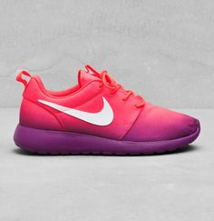 Baskets Roshe Run en toile imprimée, Nike, 90€.