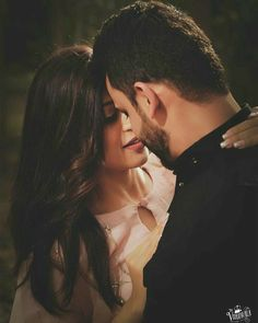 Romantic Pictures Of Couples, Love Couple Images, Couples Images, Cute Couple Pictures, Couples In Love, Girl Pictures, Romantic Images, Indian Wedding Couple Photography, Wedding Couple Photos