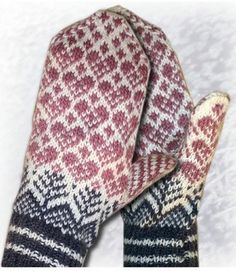 365 things you can knit: Lovely mittens. Knitted Mittens Pattern, Knitted Slippers, Knit Mittens, Knitted Gloves, Knitting Socks, Hand Knitting, Knitting Patterns, Norwegian Knitting, Fair Isle Knitting