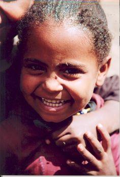 Lachend meisje in Ethiopië