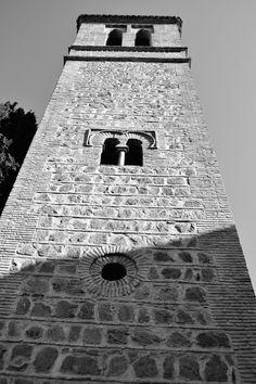 En Toledo, los primeros pasos desde Puerta Bisagra siempre nos sorprenden con una mirada hacia esta Torre... cargada de Historia.