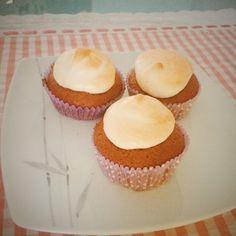 Blackberries and merengue cupcakes