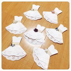 aya.tさんはInstagramを利用しています:「* メッセージカード♡ * 結局4時頃まで眠れませんでした(_ _。)・・・シュン 今は席次表の印刷中です♪ 席次表の準備が終われば残すは手紙だけになります☺️ * メッセージカード(の土台)はレースペーパーで作りました🙋 結婚式が決まってから #pinterest…」