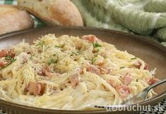 Gonna make this for le bf! This easy and cheesy spaghetti carbonara recipe is a delicious classic meal. Spaghetti Carbonara Recipe from Grandmothers Kitchen. Greek Recipes, Wine Recipes, Food Network Recipes, Italian Recipes, Pasta Recipes, Cooking Recipes, Pasta Carbonara, Carbonara Recept, Carbonara Recipe With Cream