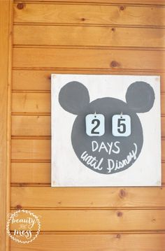 DIY Gifts : Super Easy DIY Disney Countdown Calendar for Your Next Disney Vacation Headed to Disney? Kick off the anticipation with a Disney Countdown Disney Vacation Planning, Disney Vacations, Disney Trips, Easy Disney Costumes, Disney World Countdown, Disney Crafts For Adults, Countdown Calendar, Calendar Ideas, Disney Diy