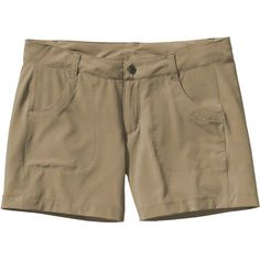 With plenty of comfy stretch, the women's Patagonia Happy Hike Shorts are sure to put a smile on your face. Cruise Outfits, Camping Outfits, Hiking Staff, Hiking Gear, Hiking Tips, Coach Outfits, Hiking Shorts, Outdoor Woman, Outdoor Outfit