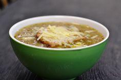 Supa de ceapa este un preparat de vis, un reper al traditiei culinare franceze. Savuroasa, dulceaga, gatita lent, supa de ceapa iti dezvaluie treptataromele fine ale Frantei si iti bucura simturile. Ne bucuram s-o pregatim si pentru tine la bistroBacania Veche the Charity Shop:) Ingrediente: 5-6cepe galbene 1 lingura de ulei vegetal 2 linguri de … Continue reading Supa de ceapa