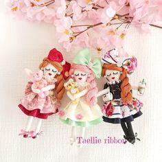 だまだ寒い日は続いていますが、一足早く、春に向けて🌸. . ルルベちゃん三姉妹🌸作成しました❤️ . 同じお洋服なのに、カラーとパーツだけで、こんなに雰囲気変わりました😍 . こちら販売用に作成したものですので、明後日のイベントに持っていきます😆 . Minnie Mouse, Embroidery, Dolls, Christmas Ornaments, Holiday Decor, Disney Characters, Crafts, Baby Dolls, Miniatures