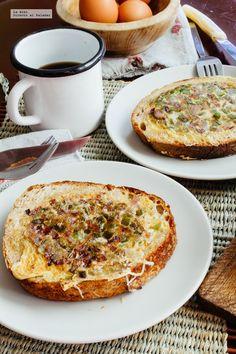 Huevos revueltos en cazuela de pan. Receta en video con la manera de prepararla y recomendaciones de cómo servirla. Recetas de desayunos